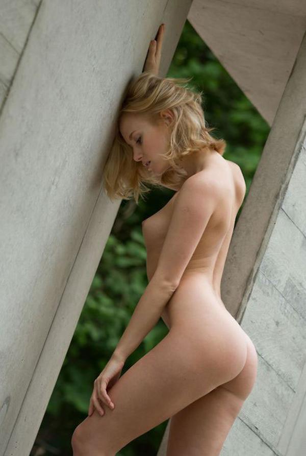露出してる外国人美女の美尻が最高!