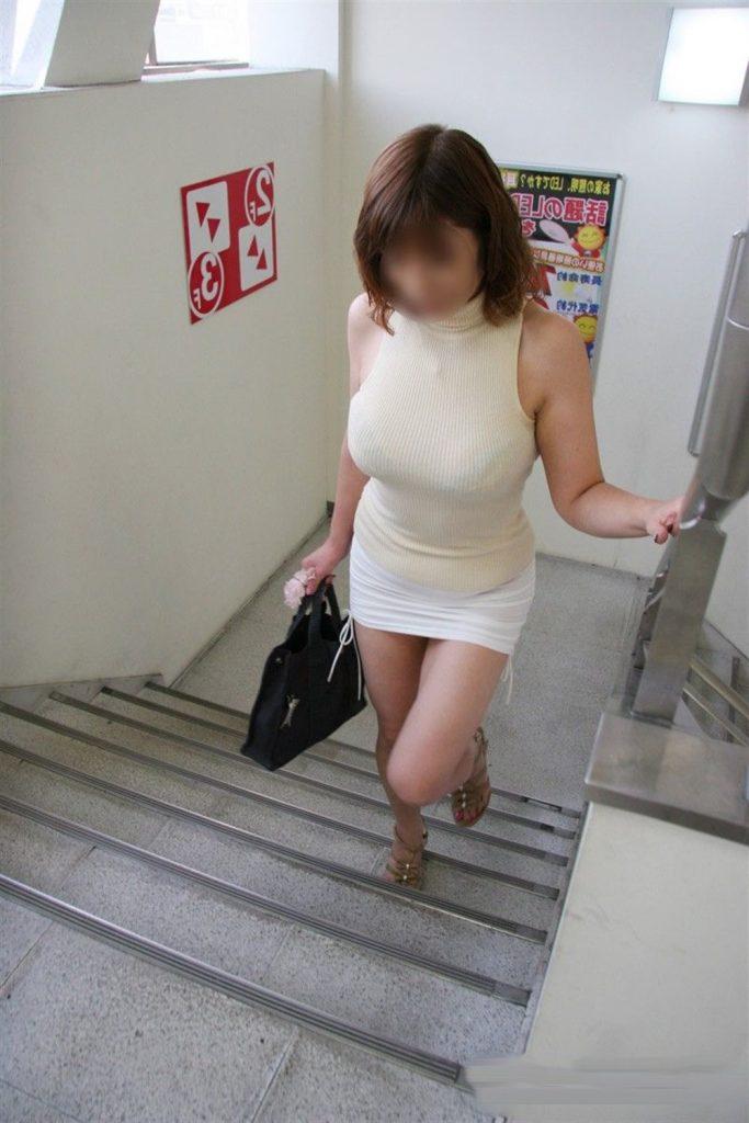 ミニスカ美女の巨乳巨乳が堪らない!