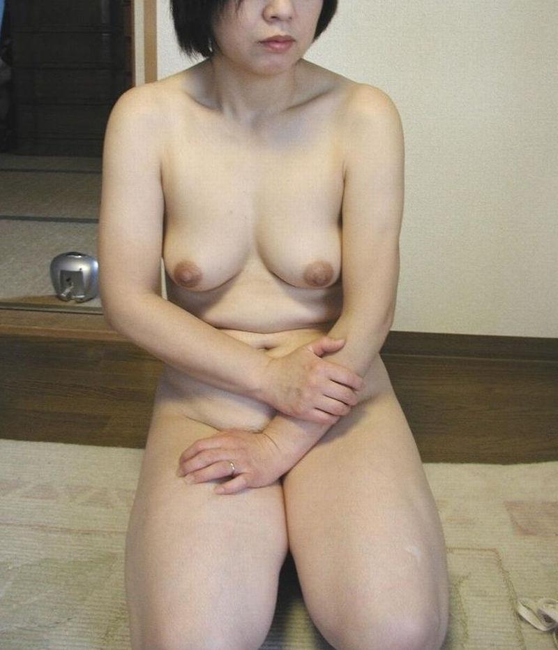 抜ける熟女の全裸ヌードのオッパイ!