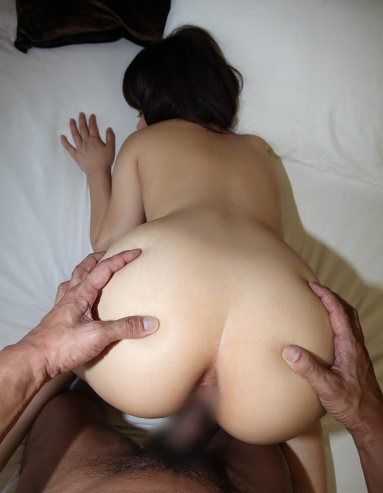 尻揉み中の後背位セックスを主観で見る!