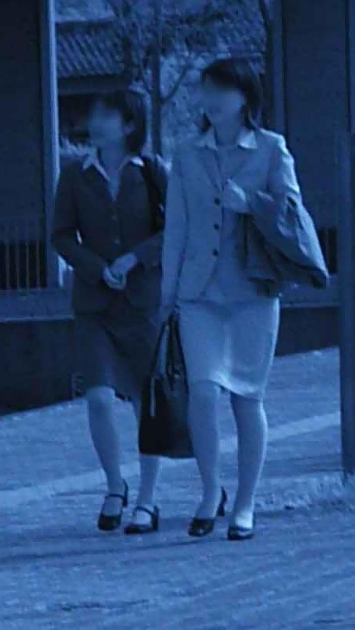 営業中のOLお姉さんの下着を赤外線盗撮してる!