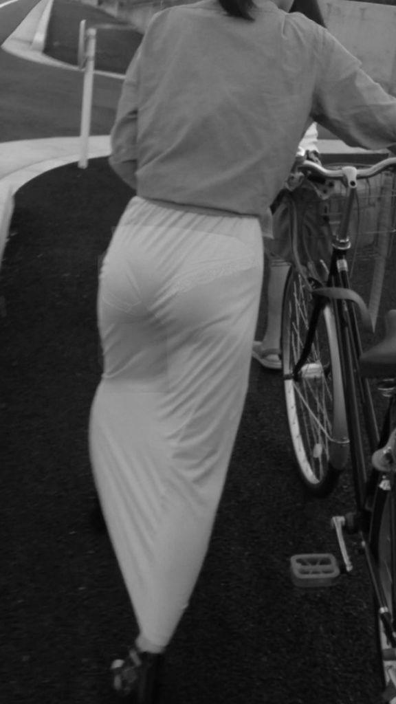 自転車を押してる素人さんのパンツを赤外線で覗く!