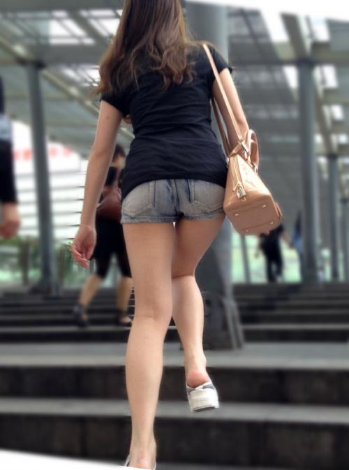 ミニ ショートパンツ 街撮り 健康的な美脚が堪らない素人女性!