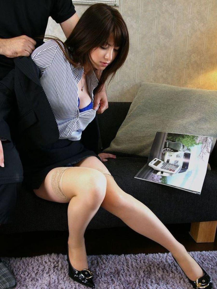 脚が綺麗なオフィスレディがエロ過ぎ!