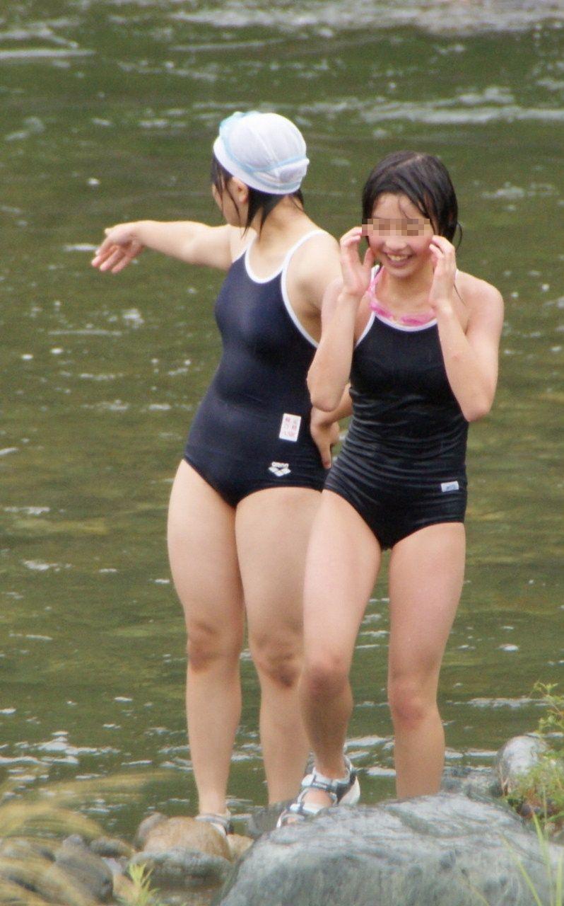 JS達の胸の膨らみがエロいスクール水着!