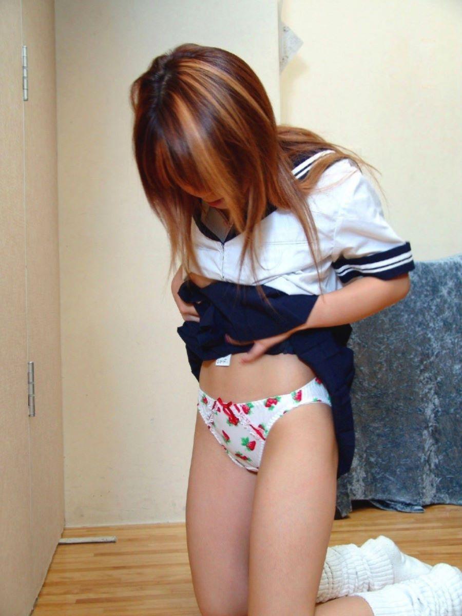 見た目とは違い可愛いパンツを履いてる女子校生!