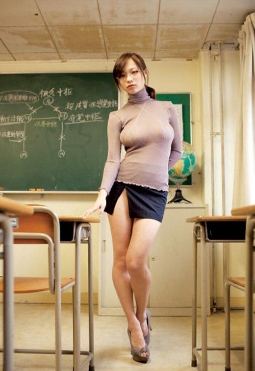 超ミニスカの女教師の着衣巨乳がエロい!