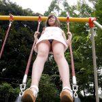 【パンチラ盗撮エロ画像】スカート履いた女性が公園の遊具で遊んだらこうなるよwww