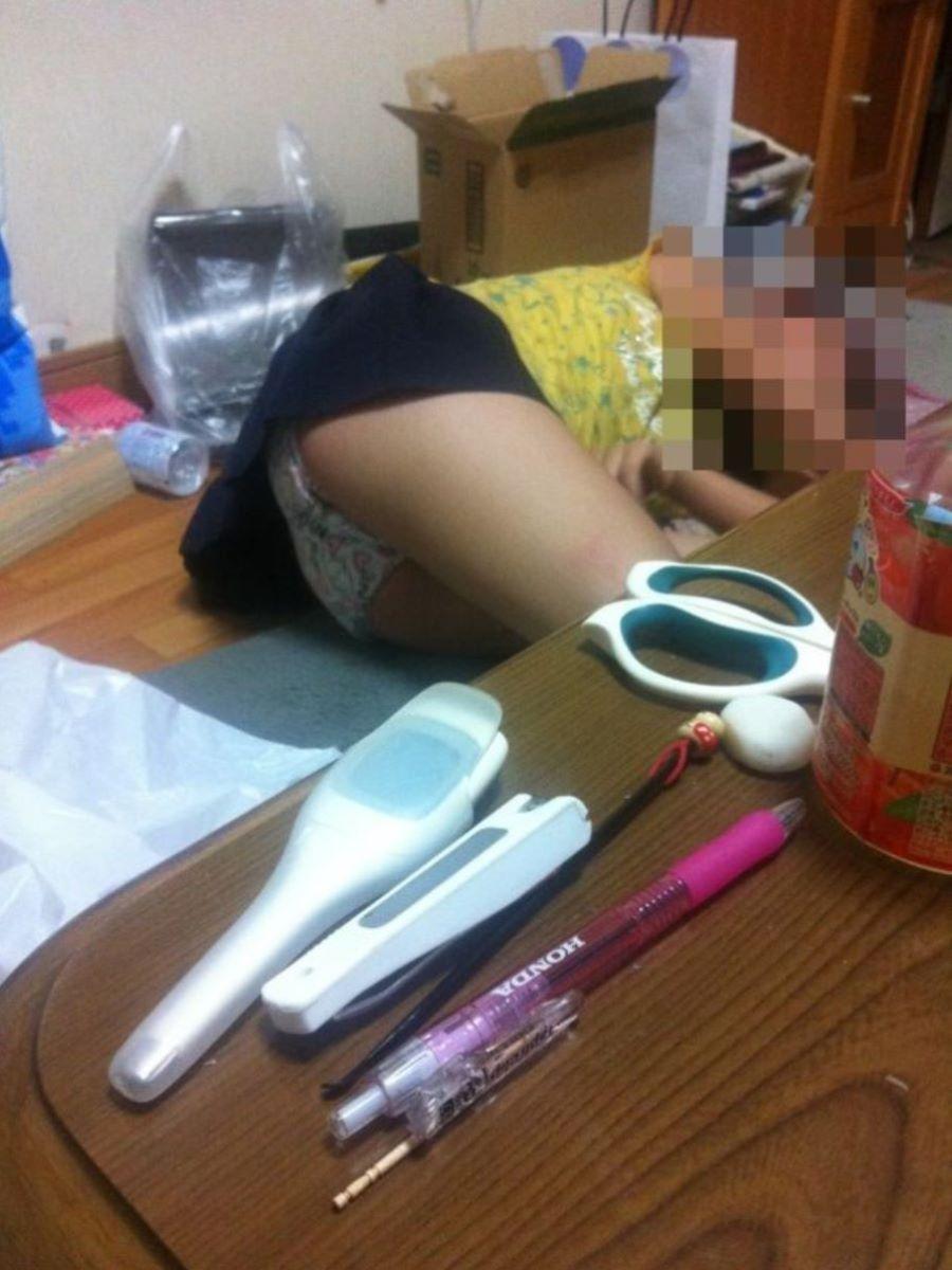中●生の妹が下着丸出し状態で寝ている!