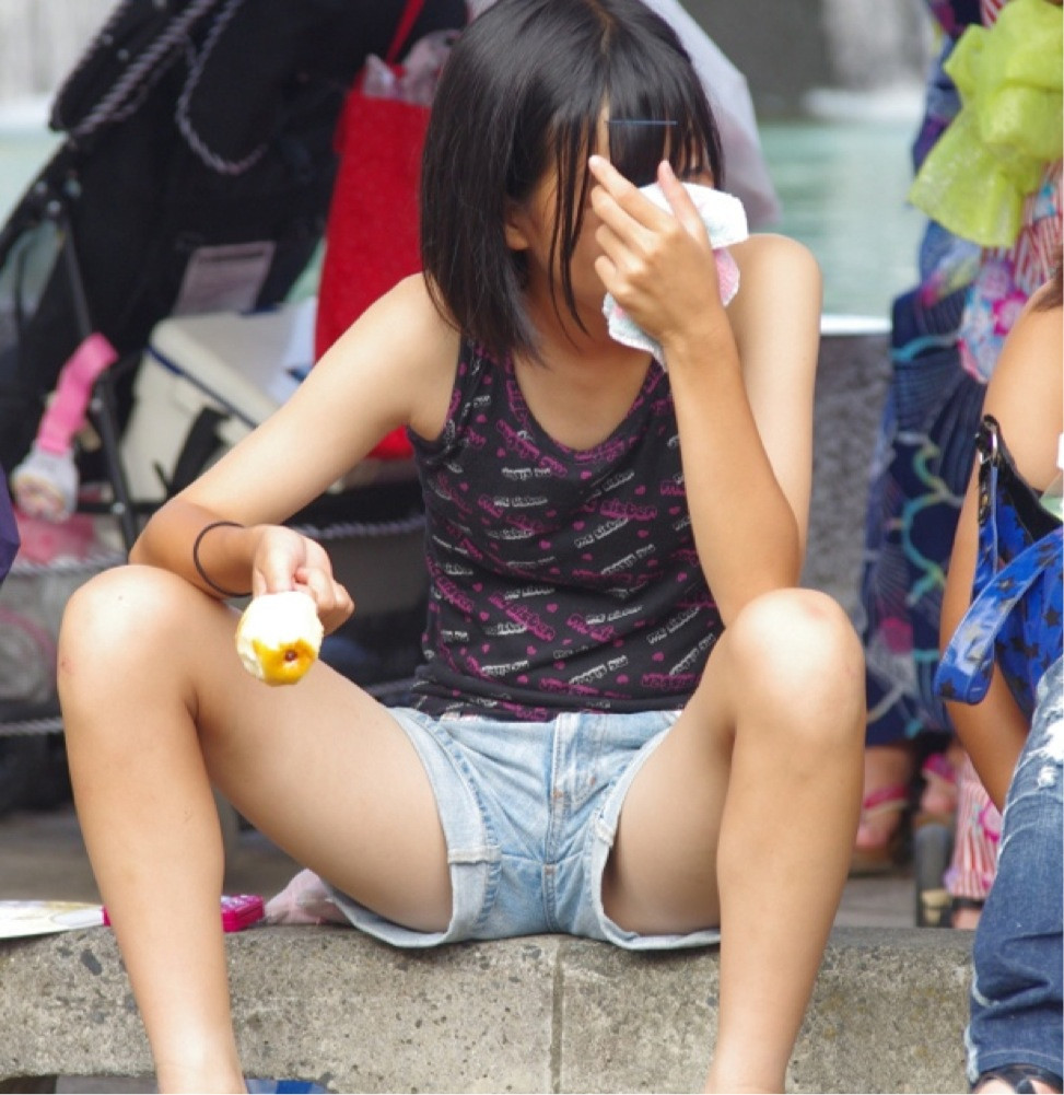 js女子 小学生  生足 ロリコン足フェチは見てけ!JSやJCがショーパンを履いてエロ足を ...