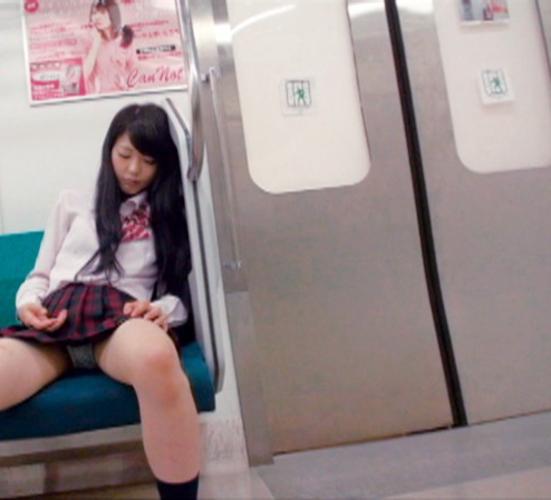 黒髪美少女JKが居眠りしてパンツ見えまくり!