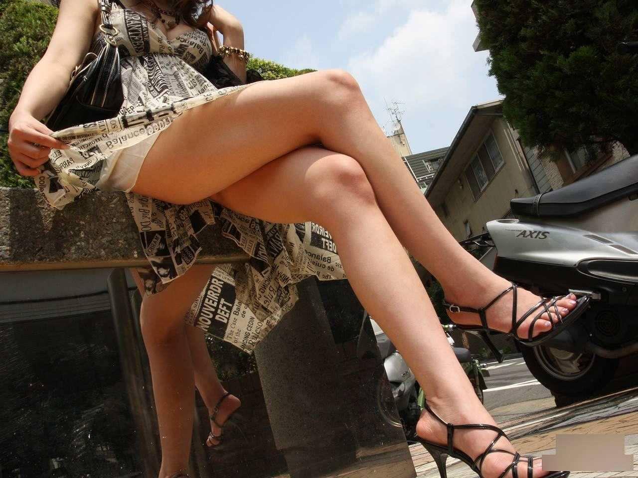 美女のセクシーな脚線美がエロ過ぎ!