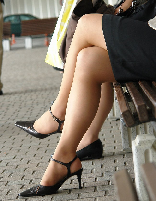 OLお姉さんの足組み美脚に見惚れた!