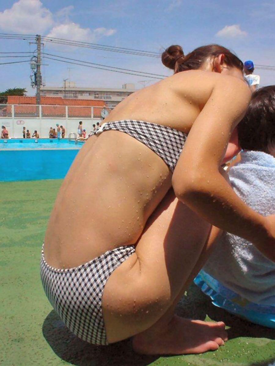 プールで隠し撮りした素人ビキニ人妻の可愛いお尻!