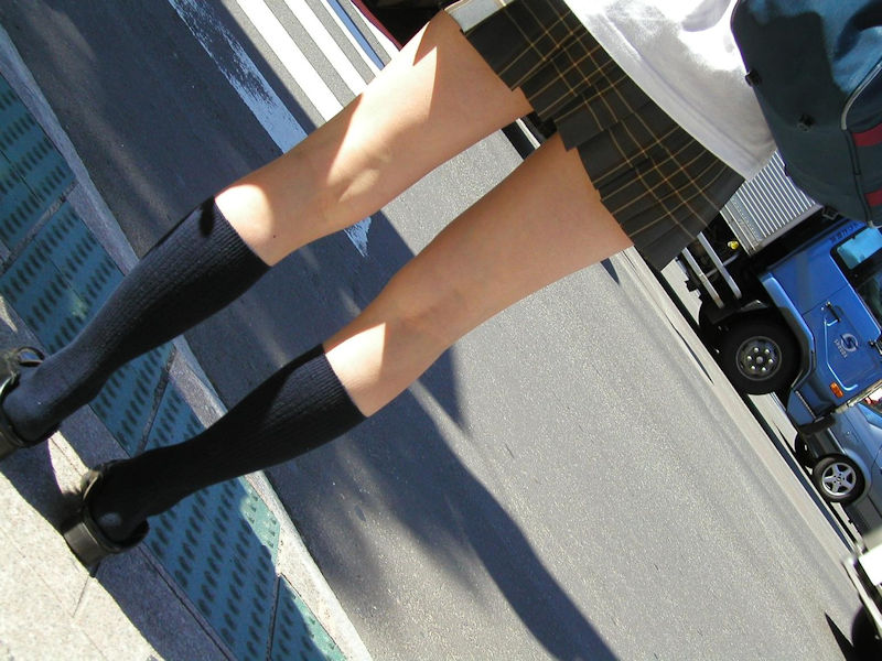 透き通るような女子校生の色白美脚がスゲー!