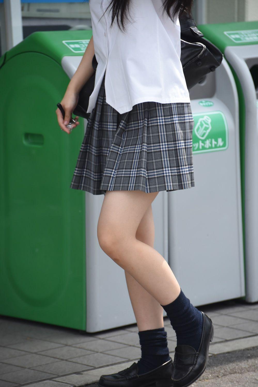 ピチピチな美脚の女子校生がエロ過ぎ!
