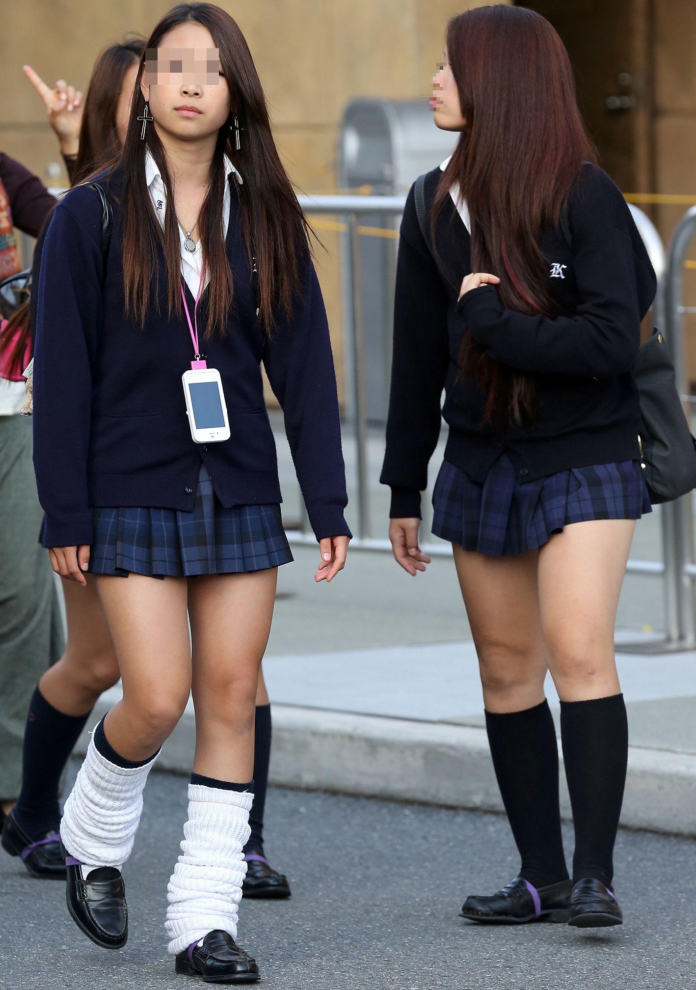 【JK街撮りエロ画像】ミニスカ制服で健康的な美脚がいつも