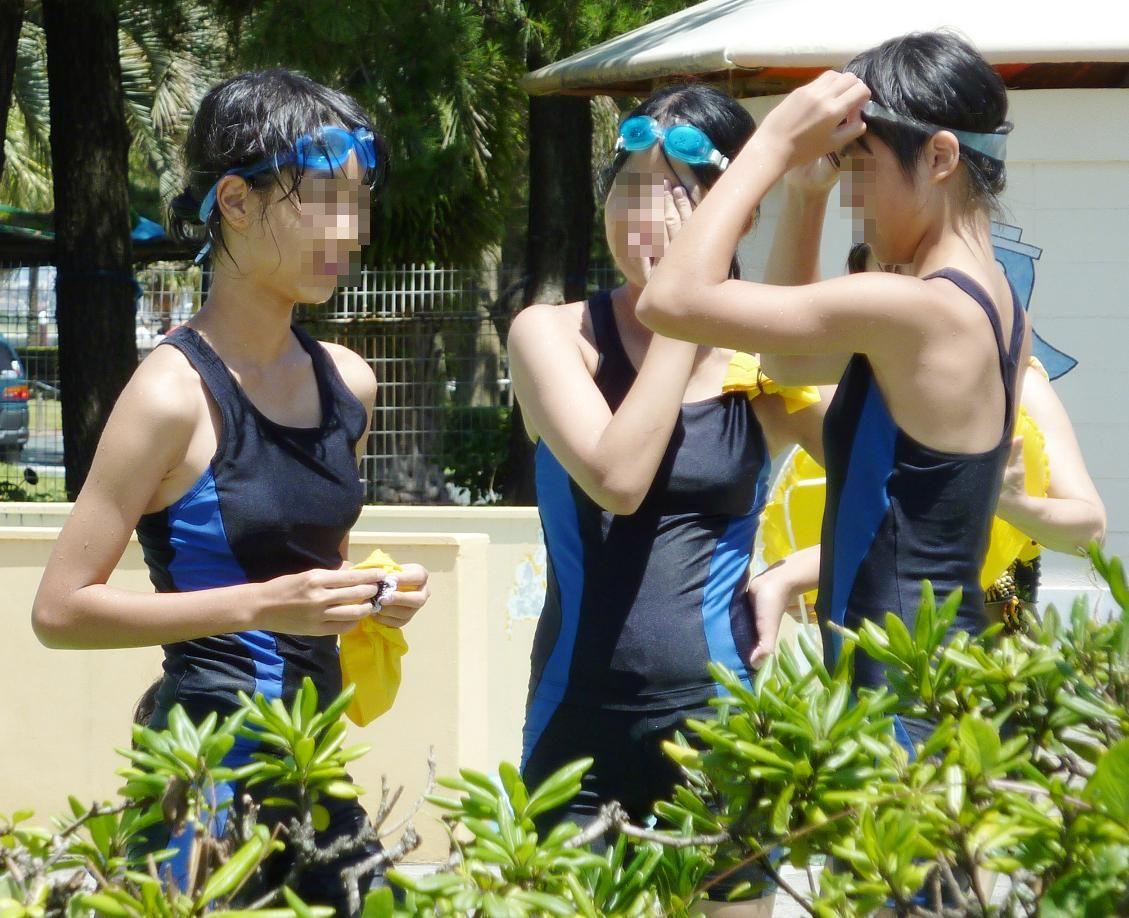 ロリ少女のスクール水着姿をエロ目線で見る!