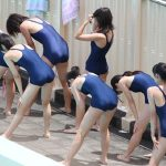 【JC盗撮エロ画像】学校のプール授業を隠し撮りでスクール水着を着たロリ少女の体に釘付け!
