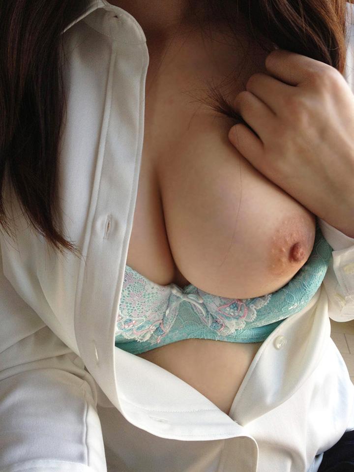美女OLの接写で見る美乳にムラムラする!