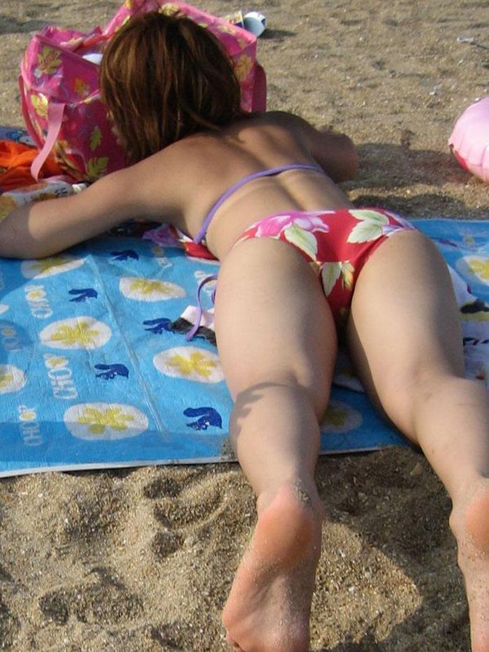 日焼けしてる素人水着ギャルを隠し撮り!