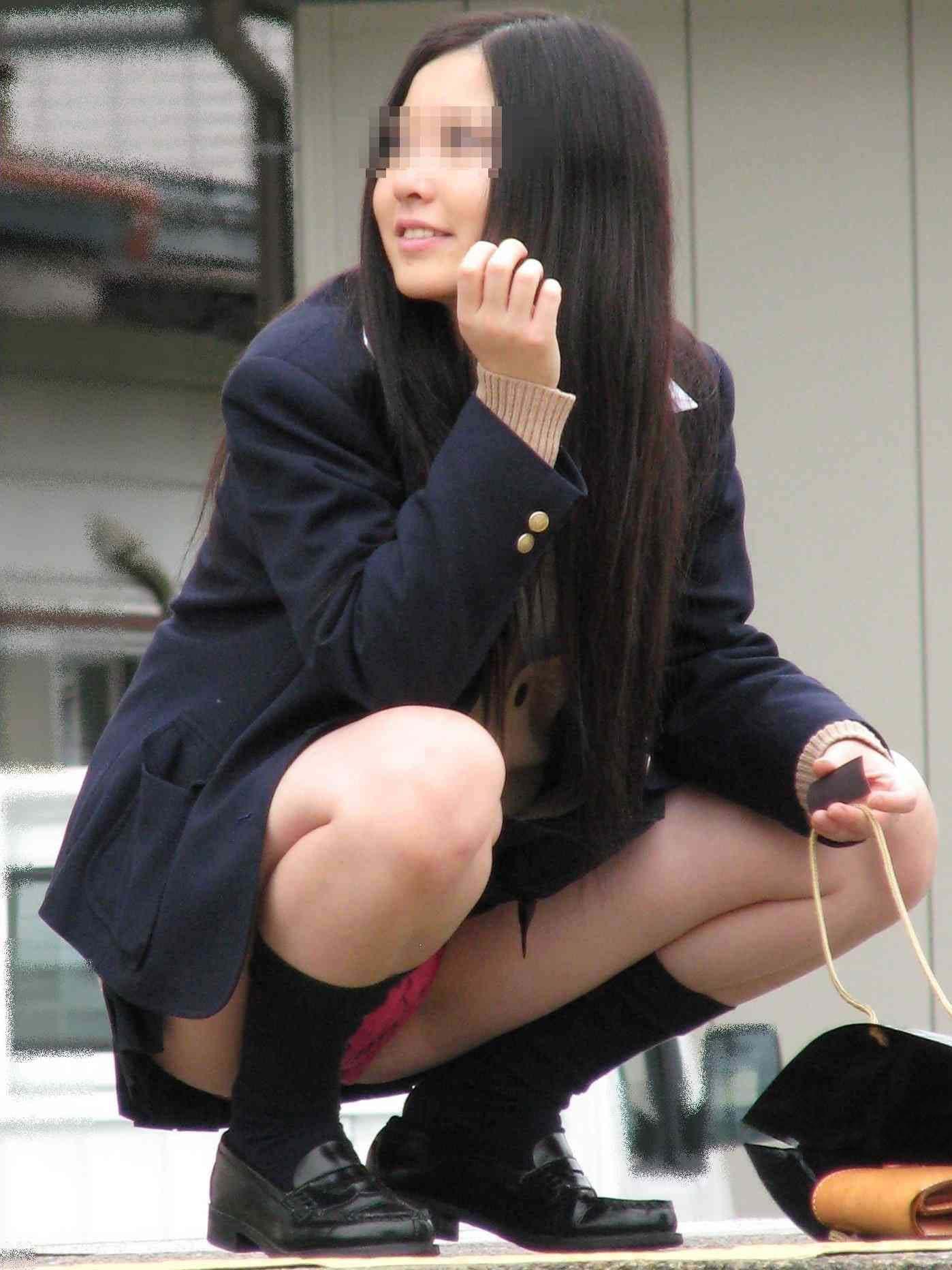 笑顔が可愛い女子校生の派手なパンツを盗撮!