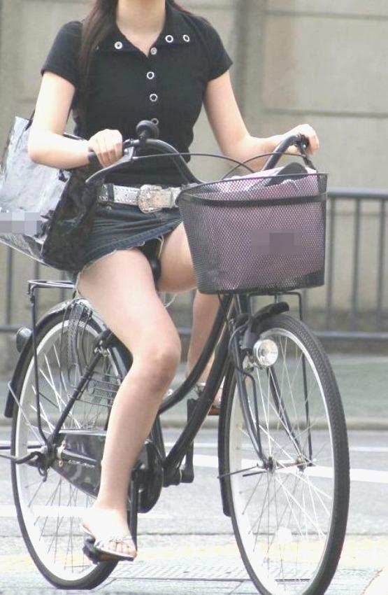 素人女性のパンチラと健康的な美脚がエロい!