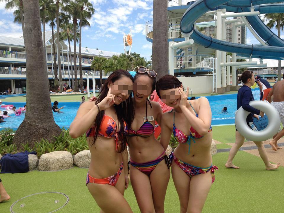 プールでエロい水着を着た素人ギャル達!