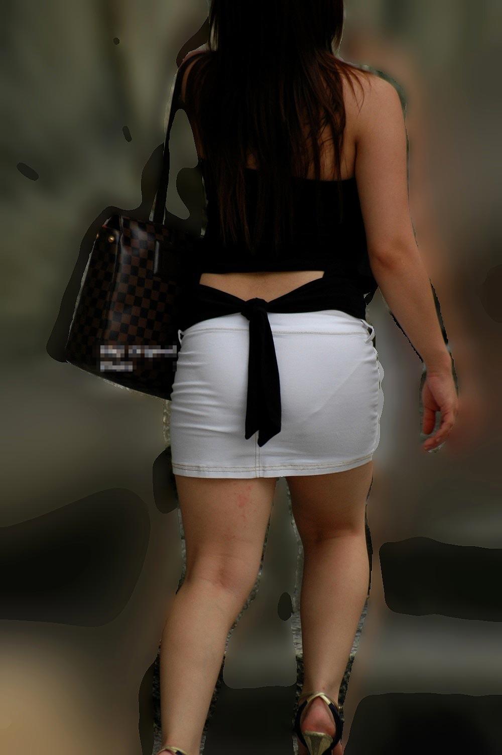 タイトミニスカの女性のピチピチ尻と透けパン!