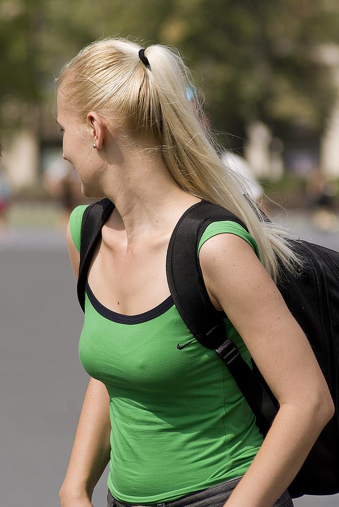 ノーブラ乳首ポッチしてる外国人女性が堪らん!