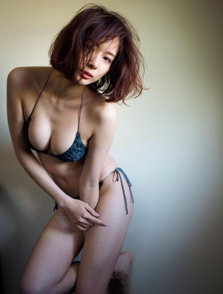 岡田紗佳_モデル_巨乳_グラビアエロ画像_16