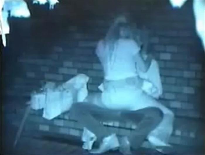 深夜に絡み合うカップルを赤外線カメラで撮影!