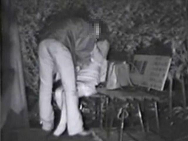 屋外で濃厚キスを交わしてるカップルを隠し撮り!