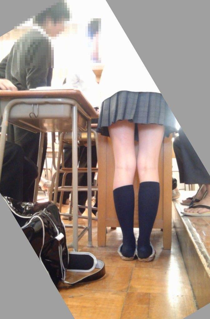 セクシーな美脚で脚フェチは必見ですよ!
