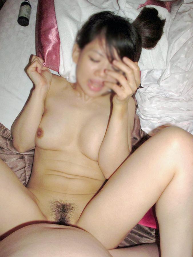 膣奥までハメられて悶絶するアヘ顔に注目!