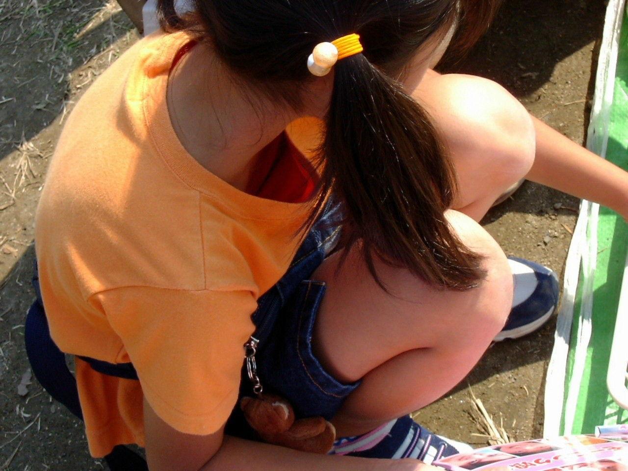 JSの膨らみかけオッパがTシャツの胸元から見えた!