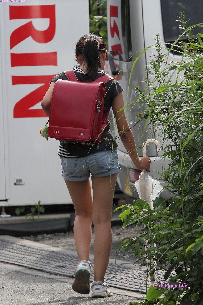 学校から帰宅中のランドセル少女を街撮り盗撮!