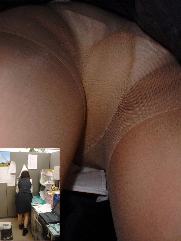 オフィスで同僚の女性社員のタイトスカート内を逆さ撮り!