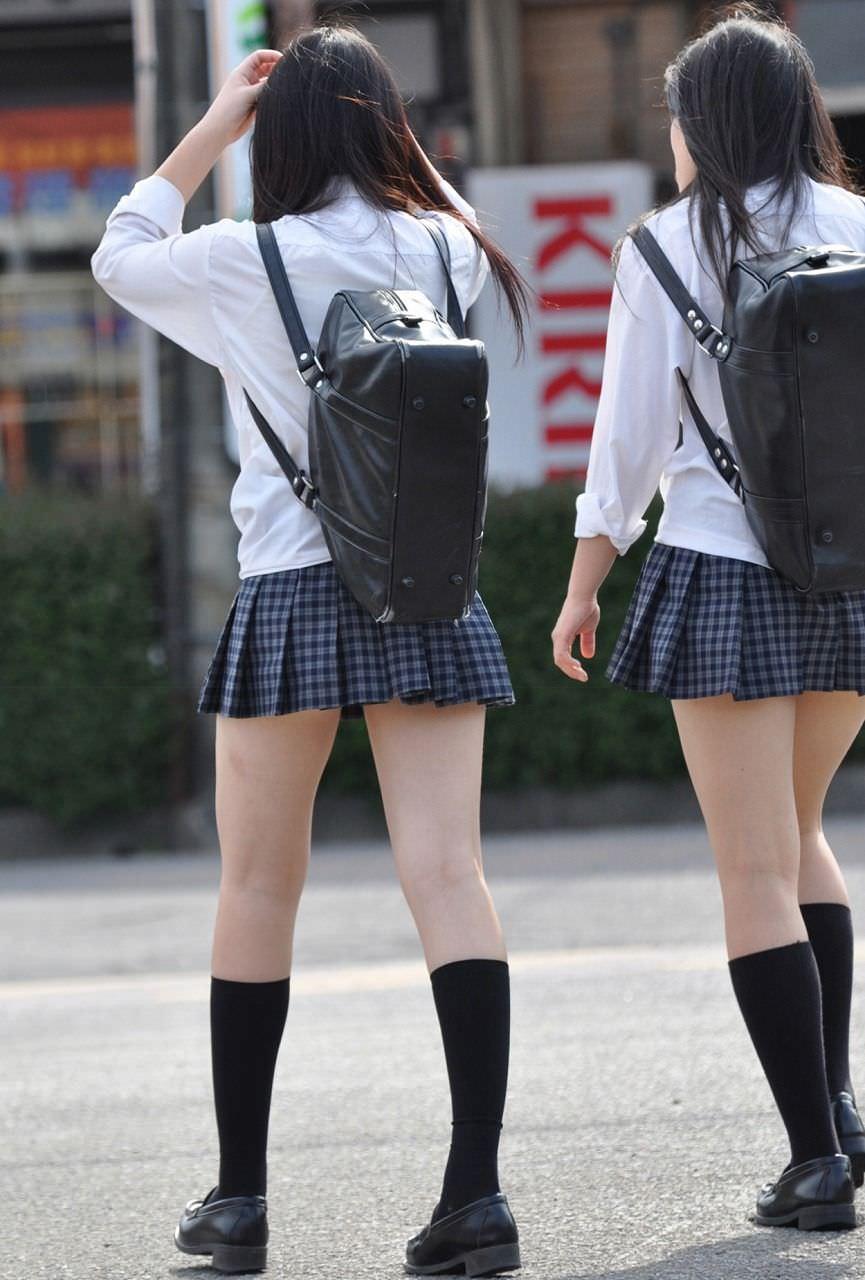 制服JKのハイソックス美脚がマジで堪らん!