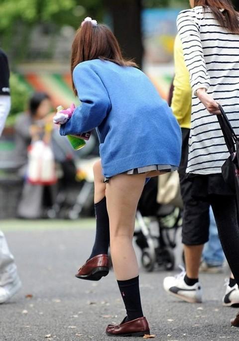 美しい生足だけで好きになっちゃう女子校生!
