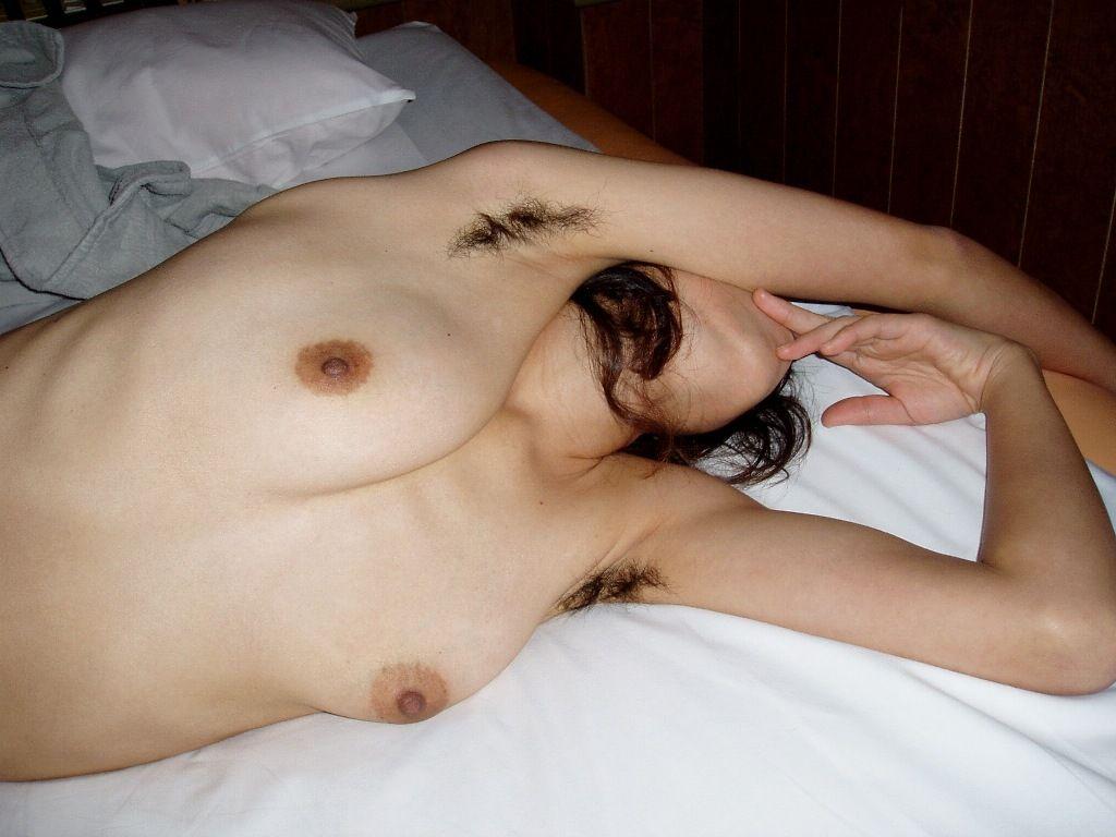 腋毛を剃らずに生やしている女性はエロい!