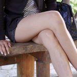 【足組み美脚エロ画像】脚ラインが綺麗なお姉さんが足を組んでいたら想像力を掻き立てられますね!