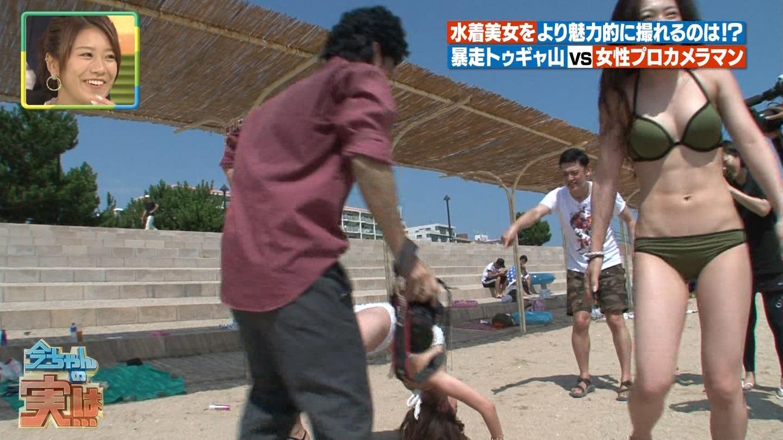 ビーチ_ビキニ水着_股間_素人_テレビキャプ画像_02