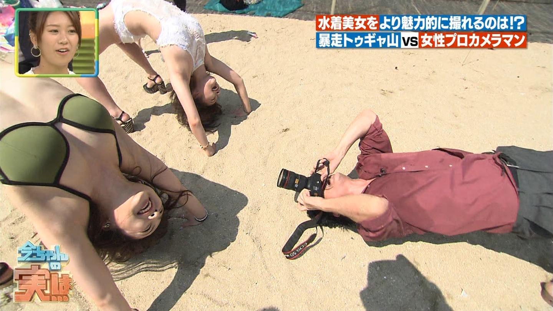 ビーチ_ビキニ水着_股間_素人_テレビキャプ画像_05