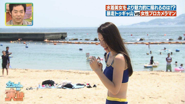 ビーチ_ビキニ水着_股間_素人_テレビキャプ画像_36