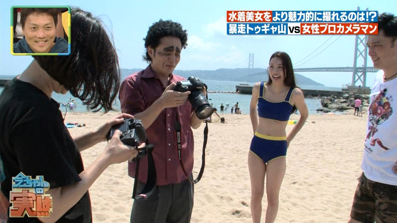ビーチ_ビキニ水着_股間_素人_テレビキャプ画像_37