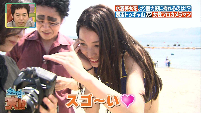 ビーチ_ビキニ水着_股間_素人_テレビキャプ画像_38