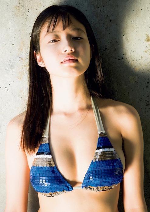 今田美桜_ビキニ水着_おっぱい_グラビアエロ画像_01