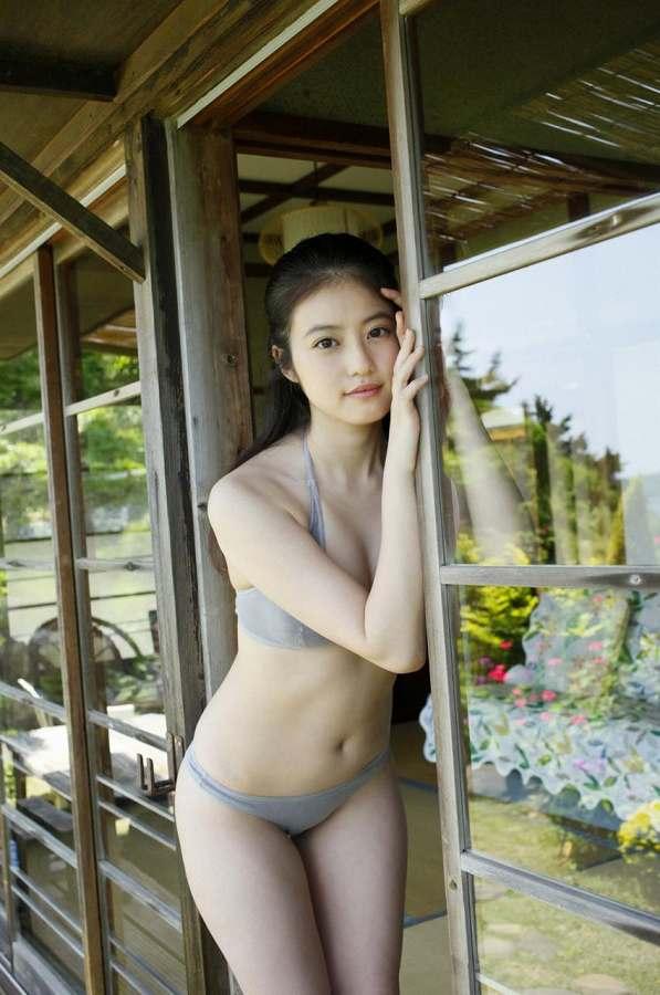 今田美桜_ビキニ水着_おっぱい_グラビアエロ画像_12