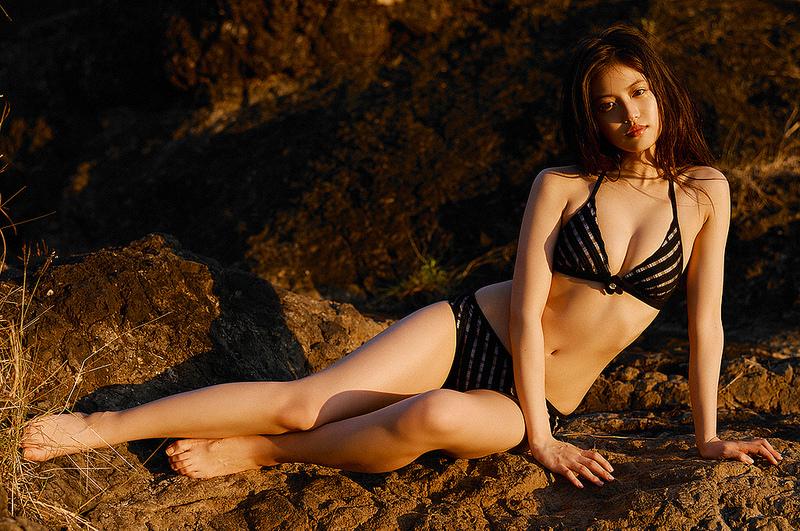 今田美桜_ビキニ水着_おっぱい_グラビアエロ画像_16